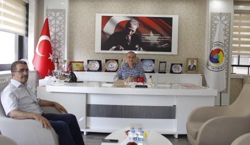 İlahiyat Fakültesi Dekanı Özdemir Başkan Kırlangıç'ı Ziyaret Etti