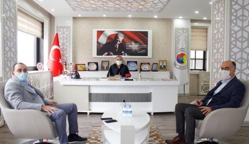 Amasya Ticaret ve Sanayi Odası Yönetim Kurulu Başkanı Murat Kırlangıç, Akbank Amasya Şube Müdürü Yavuz Bektaş'ı kabul etti.