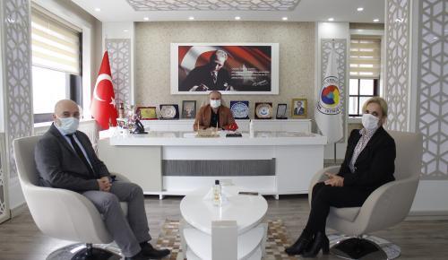İl Nüfus ve Vatandaşlık Müdürü Zehra Şahinler Başkan Murat Kırlangıç'ı Ziyaret Etti
