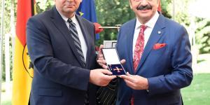 TOBB Başkanı M.Rifat Hisarcıklıoğlu'nu Federal 1. Sınıf Liyakat Nişanı' sebebiyle kutluyoruz
